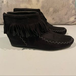 3/$30 SALE—SUEDE ANKLE MOCCASINS SIZE 8.5